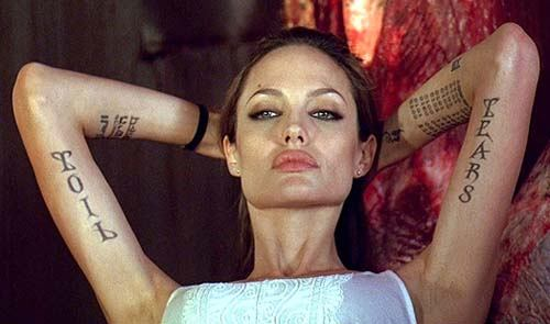 jolie tattoo tigre bas du dos tatouage courage angelina jolie
