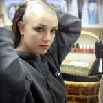 Britney Spears se rase la tete et se fait tatouer