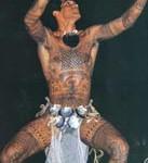 Danseur polynésien tatoué