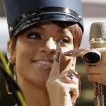Tatouage doigt de Rihanna