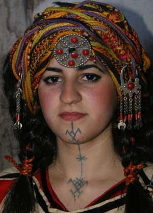 Tatouage Kabyle. Tatouage femme Kabyle sur le