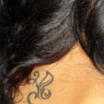 Tattoo nuque tribal pour femme