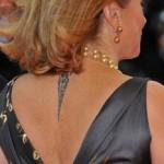 Tatouage nuque Catherine Deneuve