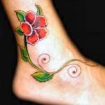Modèle de tatouage fleurs sur la cheville