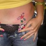 Modèle tatouage étoiles bas ventre