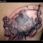 Modèle tatouage faucheuse et mort