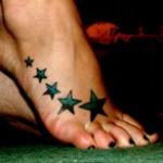Modèle de tatouage d'étoiles sur le pied
