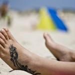 Modèle de tatouage sur le pied pour homme