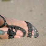 Modèle de tatouage de papillon bleu sur le pied