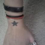 Modèle tatouage poignet étoile