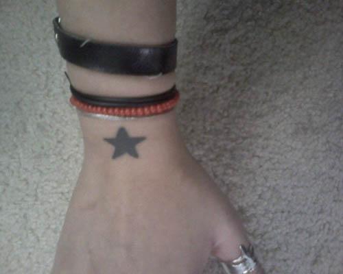 Etoile Tatouage Poignet tatouage poignet, modèle de tatouage au poignet : bracelet tribal
