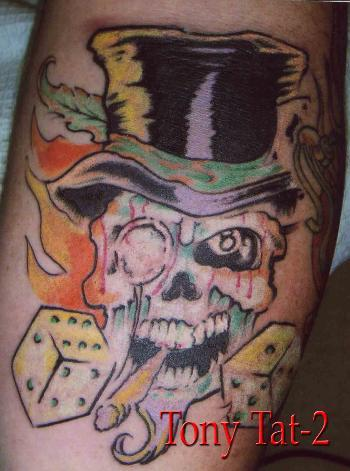 tatouage tête de mort old school, tatouage crâne mexicain