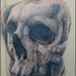 Tatouage tête de mort réaliste dos entier