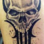 Tatouage tête de mort réaliste tribal