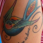 Tatouage hirondelle old school