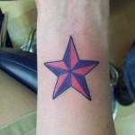 Tatouage étoile poignet gay et lesbienne