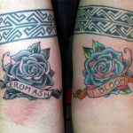 Modèle de tatouage de rose old school bleue