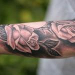 Modèle de tatouage de rose réaliste