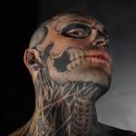 Modèle tatouage tête de mort extrême insolite