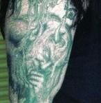 tatouage undertaker bras droit