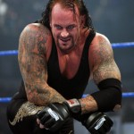 L'undertaker expose ses tattoos sur le ring