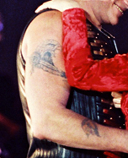 Tatouage aigle et panthere de Johnny Hallyday