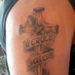 Modèle de tatouage de croix old scool