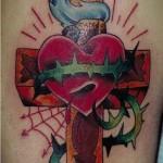 Modèle de tatouage de croix old scool et coeur
