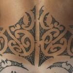Modèle de tatouage Maori pour le bas du dos