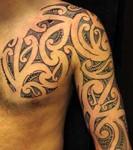 Modèle de tatouage Maori pour le torse et le bras
