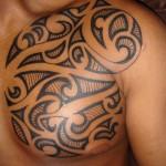 Modèle de tatouage Maori pour le torse