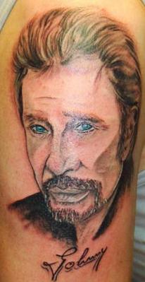 Tatouage de portrait de Johnny Hallyday d\\u0027un fan