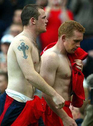 Tatouage Wayne Rooney croix sur l'épaule