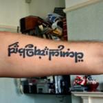 Tatouage elfique sur le bras et poignet