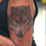 Tatouage de loup de Johnny Hallyday
