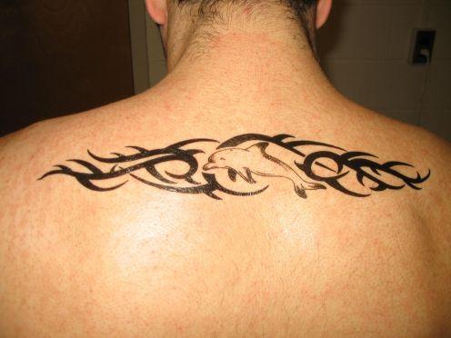 tatouage de dauphin, modèle de tatouage de dauphin et symbolique