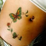 Modèle tatouage papillon sur le ventre