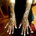 Tatouage au henné sur les bras et les mains