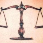 Modèle de tatouage de balance réaliste