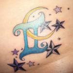 Modèle de tatouage de gémeaux avec lune et étoiles