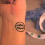 Modèle de tatouage de verseau sur le poignet