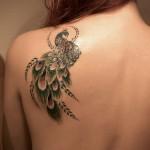 Modèle de tatouage de paon sur l'épaule pour femme