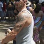 tatouage de dragon sur l'épaule
