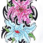 Modèle de tatouage de fleurs en couleur sur la cuisse