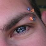 Piercing à l'arcade sourcilière pour homme