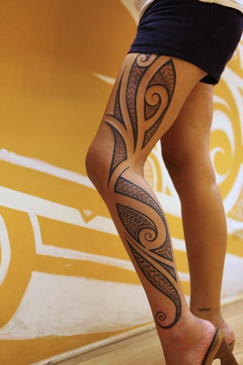 tatouage cuisse femme et homme : modèle de tatouage sur la cuisse