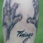 tatouage sur le mollet pour thiago messi son fils
