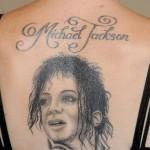 Tatouage de Michael Jackson : portrait et lettres manuscrites