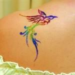 Tatouage paillettes oiseau en couleurs