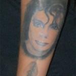 Tatouage d'un portrait de Michael Jackson